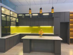 Tủ bếp nhôm kính màu hiện đại
