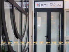 Mẫu 9: Cửa nhôm PMI được trưng bày tại showroom Vạn Phú Thành